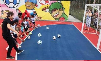 Parque Lake Cliff estrena una cancha de futbol sintético. CORTESÍA