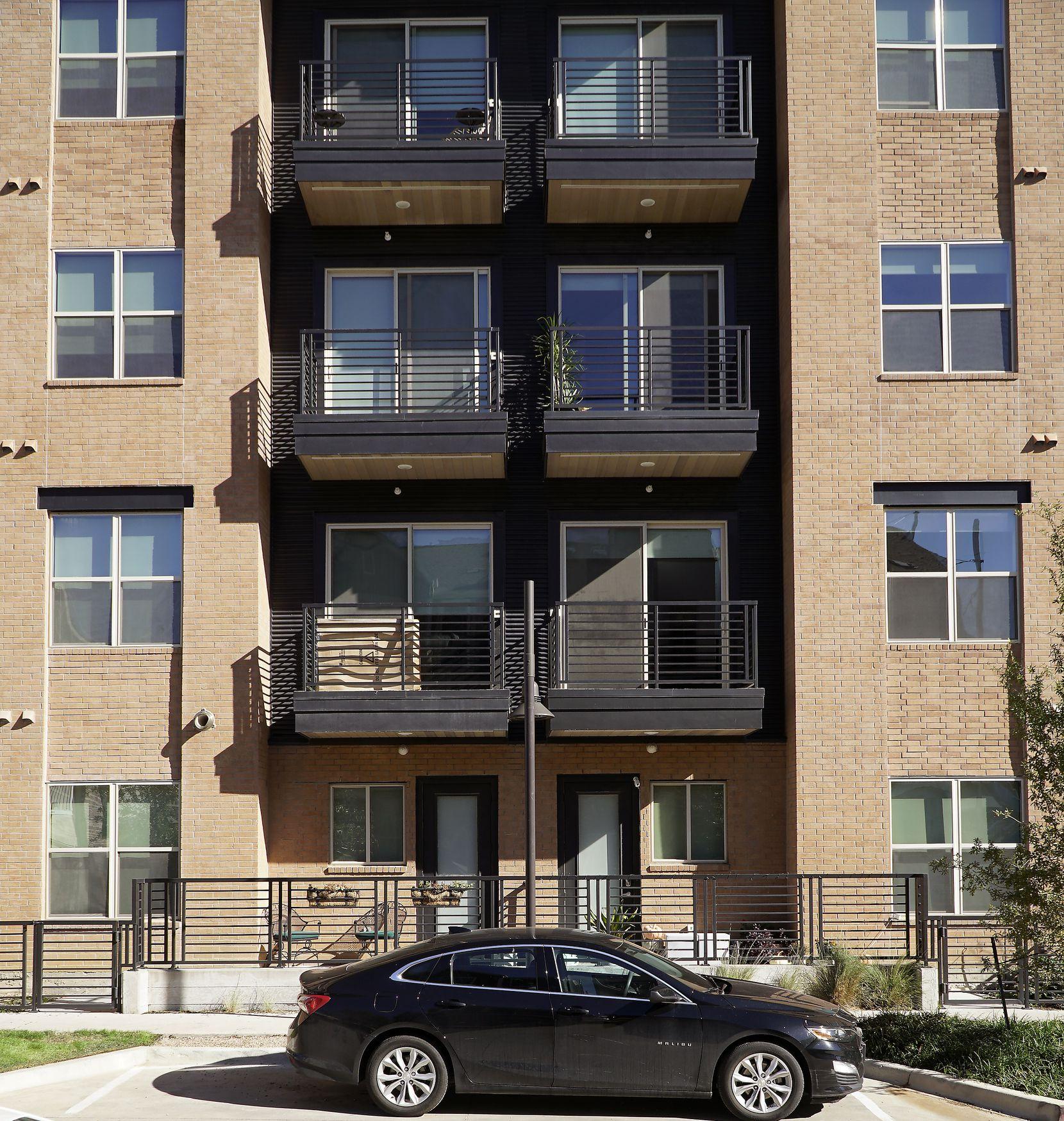 Los Altos Trinity Green Apartments in Dallas.