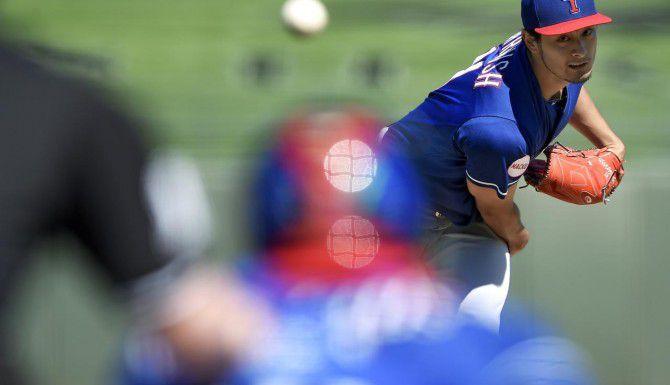 El pítcher Yu Darvish sintió una molestia en el tríceps derecho el jueves. (AP/JOHN SLEEZER)