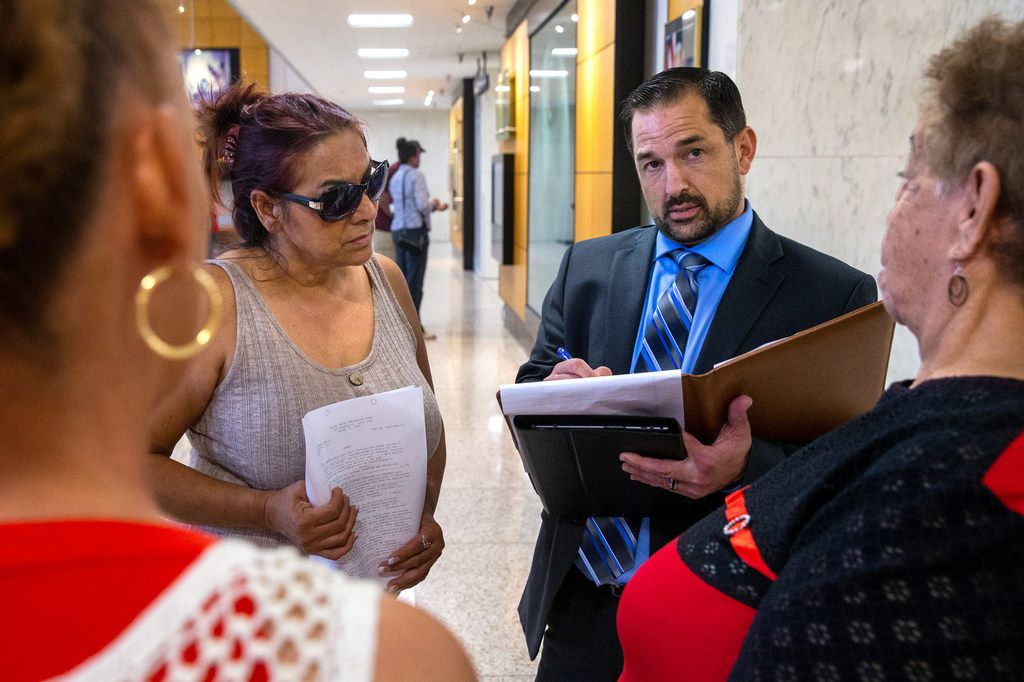 Immigration lawyer Dan Gividen spoke with Maria Munoz (left) and family members of his client in the lobby of the Earle Cabell Federal Building in Dallas on Sept. 12, 2019. Gividen is the former chief counsel for the Dallas office of Immigration and Customs Enforcement who now practices immigration law for private clients.