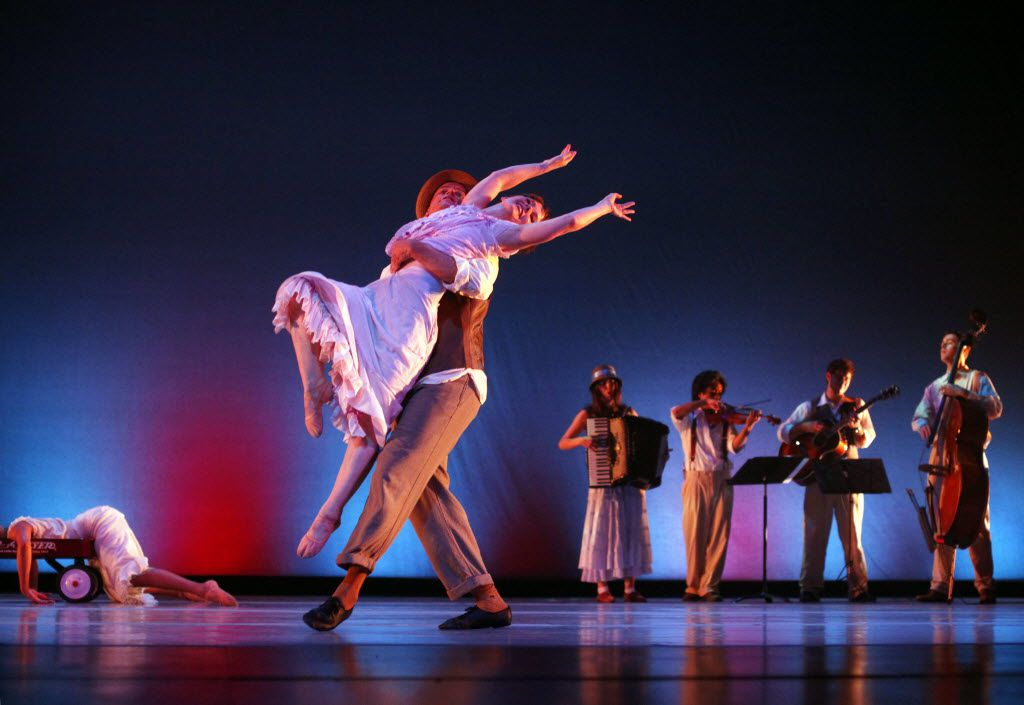 Doug Hopkins and Jennifer Mabus of the Bruce Wood Dance Project perform Happy Feet at the Montgomery Arts Theater at Booker T. Washington High School on June 10, 2011. (Sonya N. Hebert/The Dallas Morning News)
