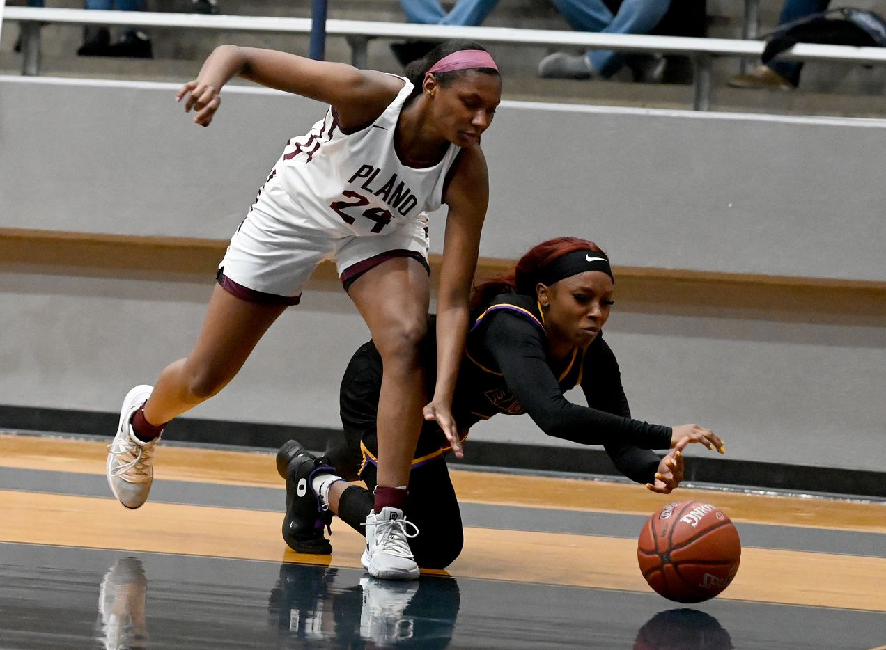 Richardson's Callie Cooper goes after a loose ball with Plano's Amaya Brannon (24) in the second half of a Class 6A girls high school playoff basketball game between Plano vs. Richardson, Monday, Feb. 22, 2020, in Carrollton, Texas. (Matt Strasen/Special Contributor)