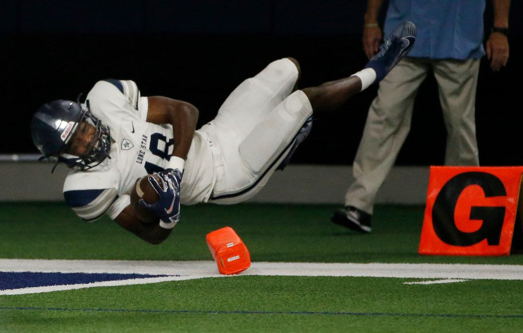 Frisco Lone Star receiver Marvin Mims (18) scores his second touchdown against Frisco Wakeland during the first half of their high school football game in Frisco, Texas on January 1, 2019. (Michael Ainsworth/Special Contributor)