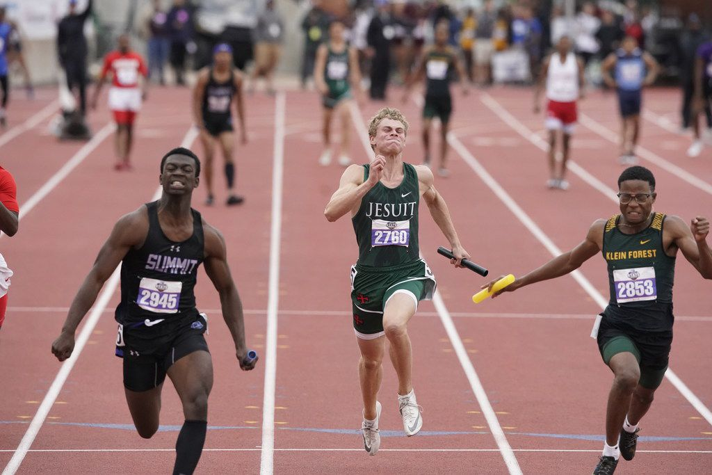 Quenten Jones (left) surges to the finish line to give Mansfield Summit the state championship in the Class 6A boys 4x100-meter relay with a time of 40.42 on Saturday. (Bob Daemmrich/Special Contributor)