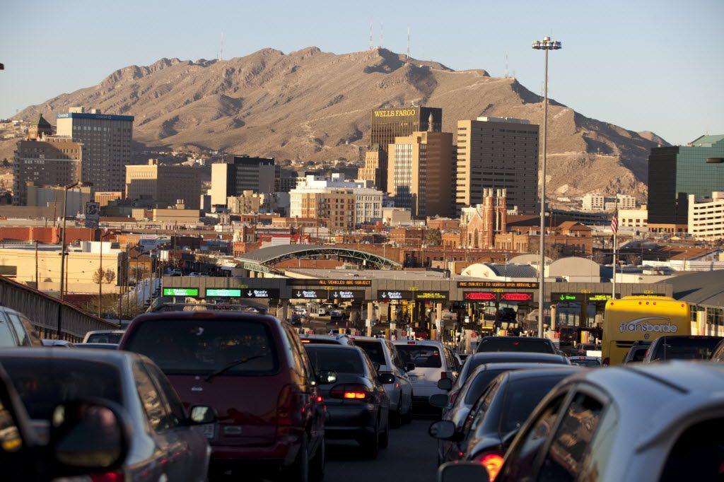 Desde el 21 de marzo la frontera terrestre entre Estados Unidos y México están cerradas parcialmente. En la imagen, el cruce Paso del Norte entre Ciudad Juárez, México, y El Paso, Estados Unidos.