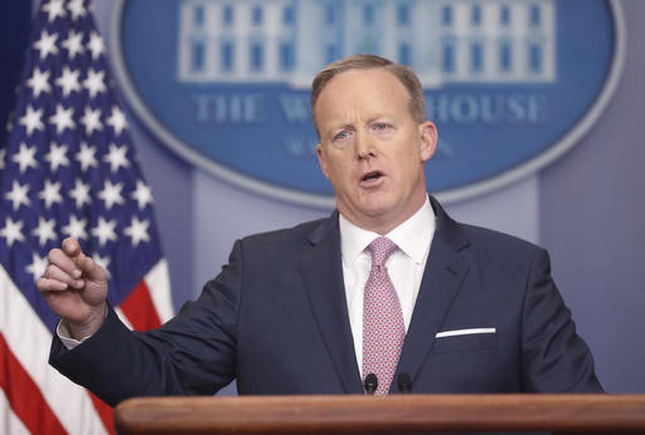 El secretario de prensa de la Casa Blanca, Sean Spicer, halba durante la conferencia diaria el lunes 23 de enero del 2017. (AP/PABLO MARTINEZ MONSIVAIS)