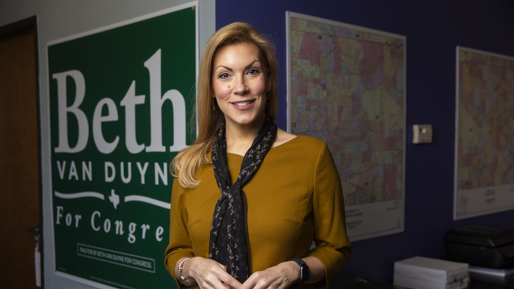 Beth Van Duyne, fue alcaldesa de la ciudad de Irving y en la actualidad es la representante del distrito 24 del Congreso de Texas de la Cámara de Representantes de los Estados Unidos