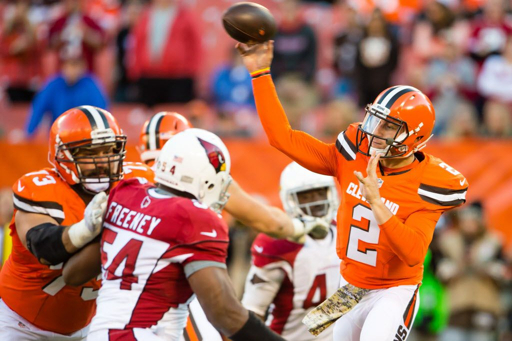 CLEVELAND, OH - NOVEMBER 1: Quarterback Johnny Manziel #2 of the Cleveland Browns passes during the second half against the Arizona Cardinals at FirstEnergy Stadium on November 1, 2015 in Cleveland, Ohio. The Cardinals defeated the Browns 34-20. (Photo by Jason Miller/Getty Images)