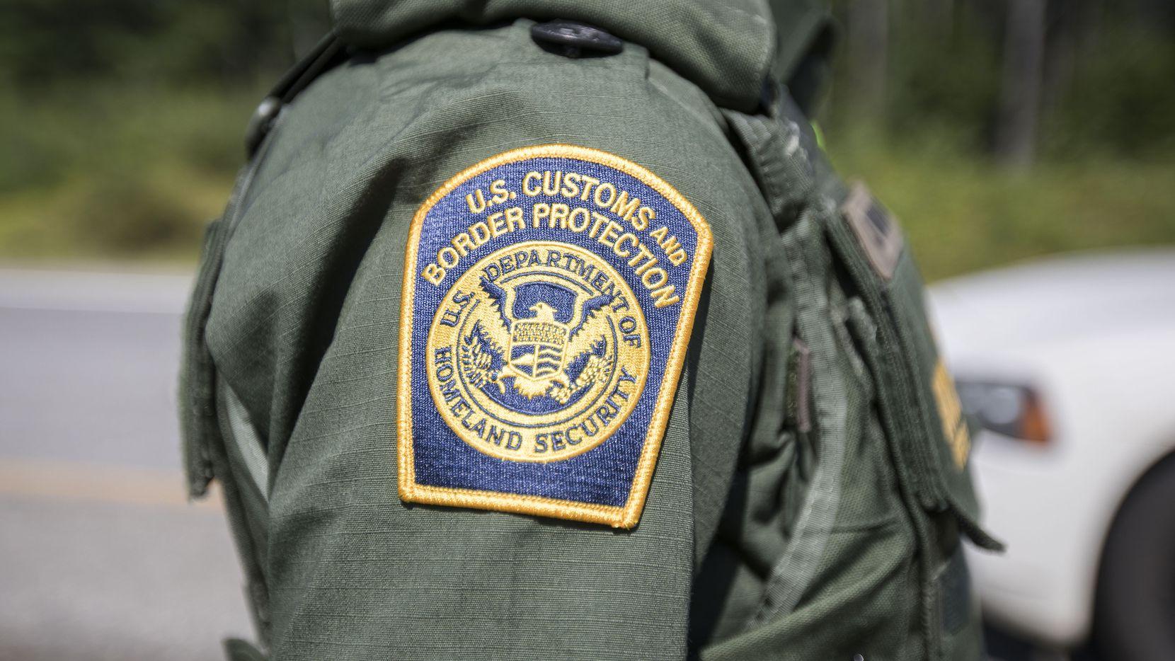 Un agente de la Oficina de Aduanas y Protección Fronteriza.