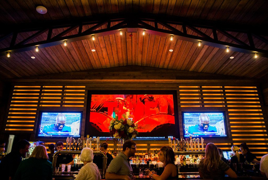 Troy's, named for legendary Dallas Cowboys quarterback Troy Aikman, specializes in gourmet burgers.
