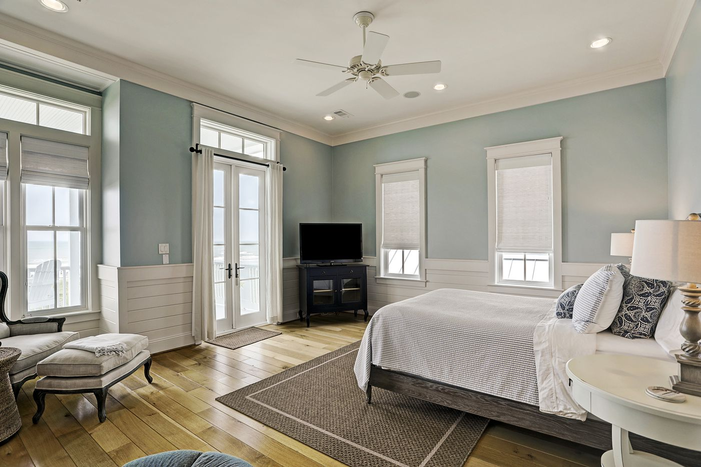 A look at 2633 East Seaside Drive in Galveston, Texas