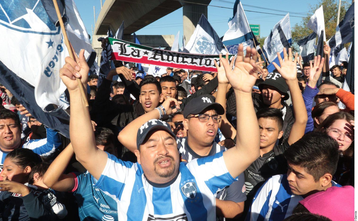 Por el festejo del 75 aniversario del Club Monterrey, la barra La Adicción, de los Rayados, prepara una caravana este domingo que recorrerá varias cuadras hasta llegar al Estadio BBVA.