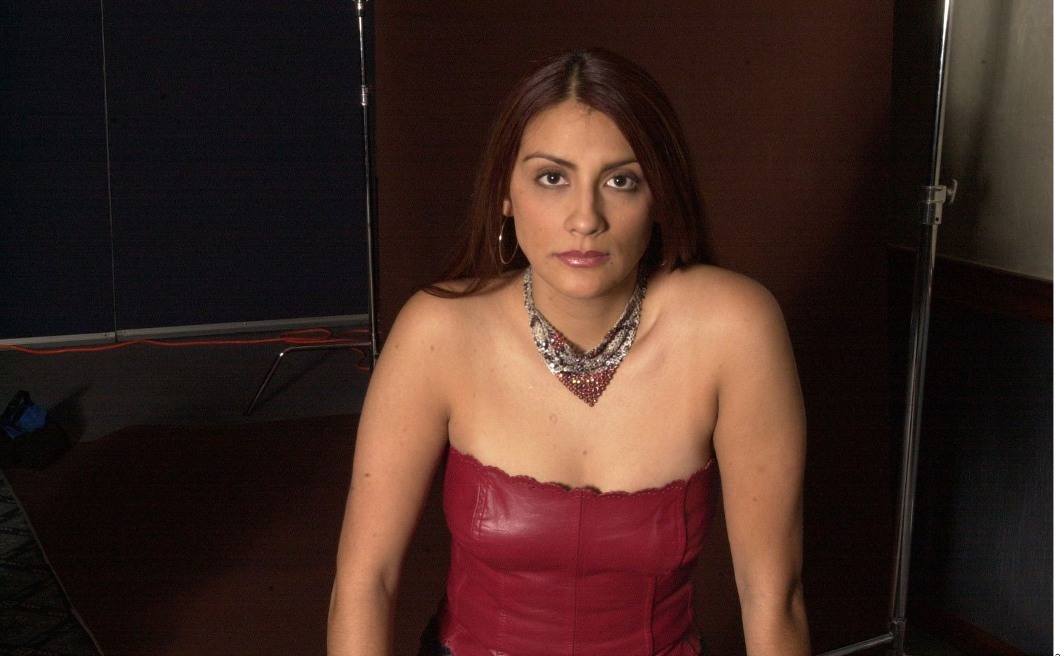 Azalia Ojeda, conocida como 'La Negra' y ex integrante de 'Big Brother', fue detenida luego que trabajadores de una sucursal del Banco BBVA en Atizapán de Zaragoza reportaron que el cheque que intentaba cobrar tenía reporte de robo.