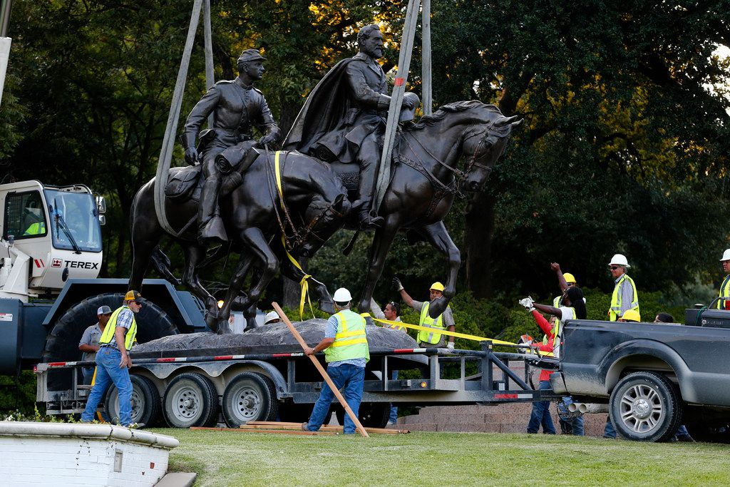 Workers harness the Robert E. Lee statue to its trailer for its removal at Robert E. Lee Park in Dallas on Sept. 14, 2017.