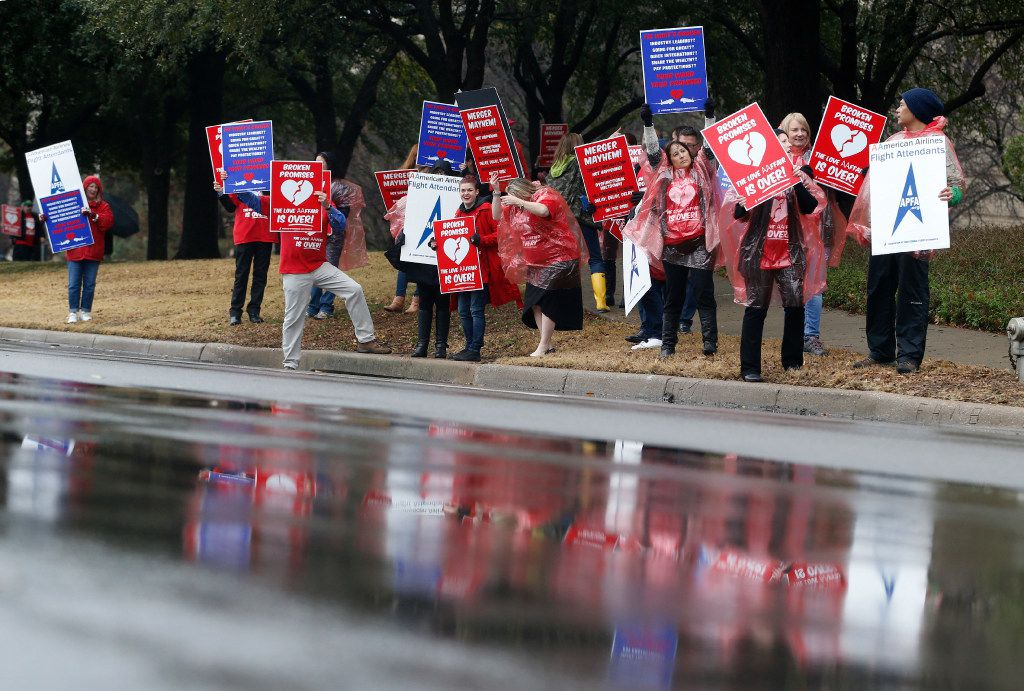 Protesters of the implementation of the FA contract and the itchy uniforms line the street at American Airlines headquarters in Fort Worth on February 14, 2017.  (Nathan Hunsinger/The Dallas Morning News)