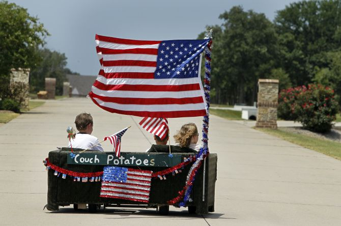 Mark Dieterich has kept alive a Fourth of July parade tradition — a motorized sofa called the Couch Potato — in Double Oak, northwest of Dallas. He has the right idea when it comes to investing, Scott Burns says.