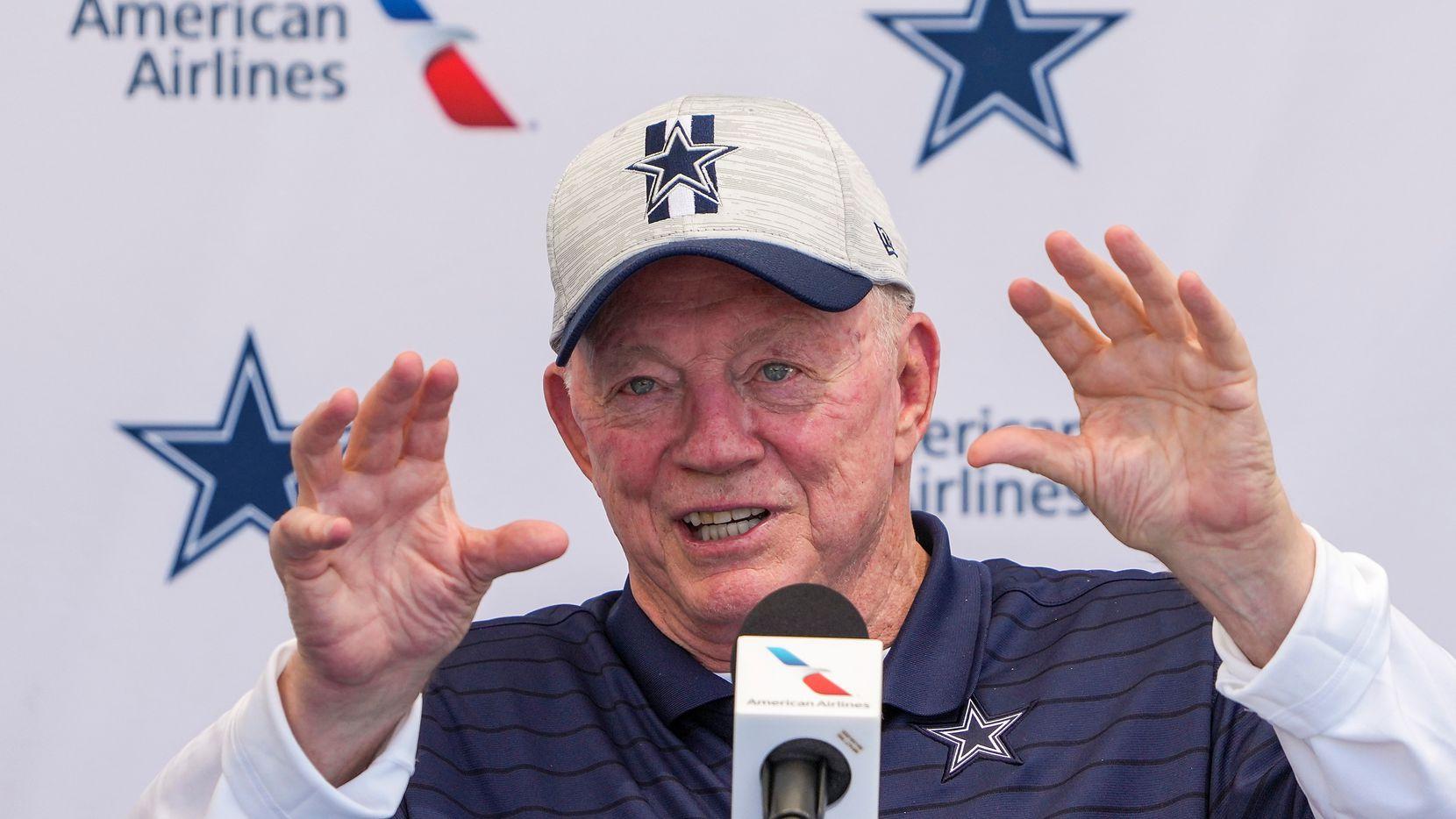 El propietario y gerente general de los Dallas Cowboys, Jerry Jones,  en la conferencia de prensa de apertura del campo de entrenamiento del equipo ,el miércoles 21 de julio de 2021 en Oxnard, California (Smiley N. Pool / The Dallas Morning News).