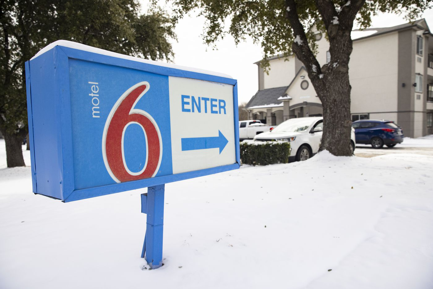 People are turned away due the Motel 6 in North Arlington losing power on Tuesday, Feb. 16, 2021. (Juan Figueroa/ The Dallas Morning News)