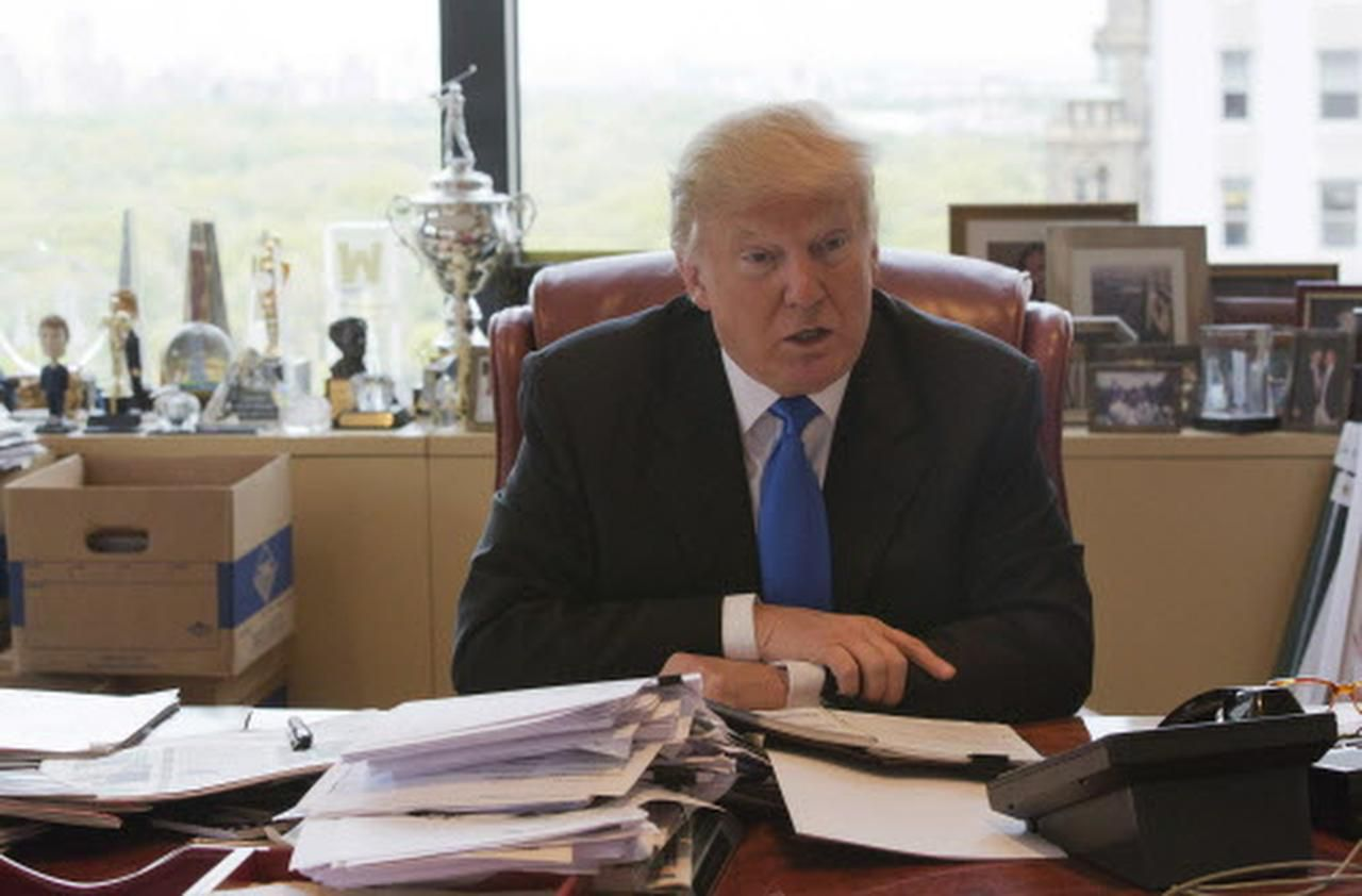 Donald Trump en su oficina en Nueva York. (AP/MARY ALTAFFER)
