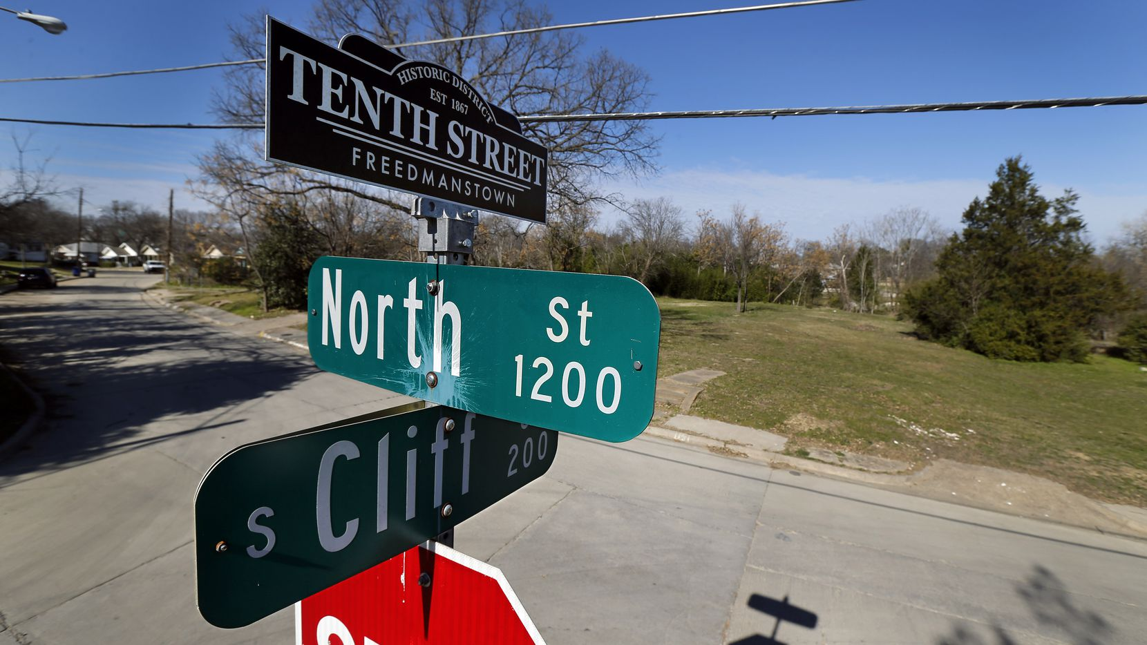 A street sign topper reminds residents of the historic Tenth Street Freedmanstown east of I-35E in the Oak Cliff area of Dallas, Monday, January 28, 2019. (Tom Fox/The Dallas Morning News)