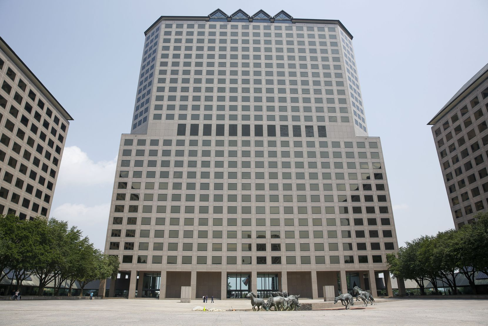 Caterpillar is locating the new Electric Power Division office in The Towers at Williams Square in Las Colinas.