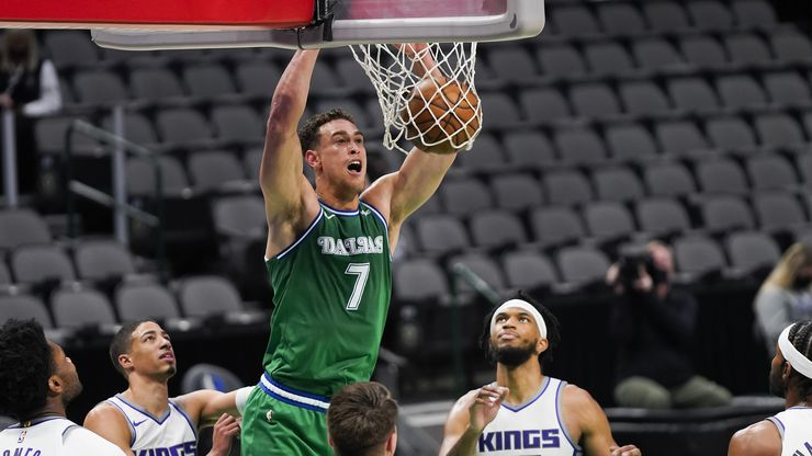Dallas Mavericks center Dwight Powell (7) dunks the ball past Sacramento Kings forward Marvin Bagley III (35) during the first half of an NBA basketball game at American Airlines Center on Sunday, May 2, 2021, in Dallas.