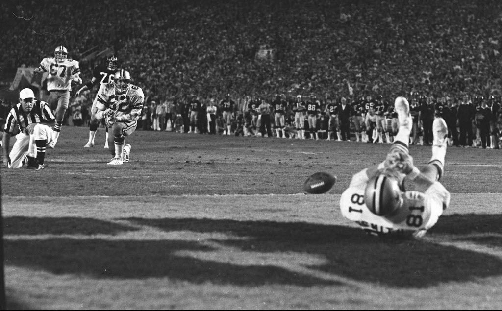 A wide open Dallas Cowboys Jackie Smith misses a pass in the end zone against the Pittsburgh Steelers that would have tied Super XIII on Jan. 22, 1979 in Miami. (AP Photo/Phil Sandlin)