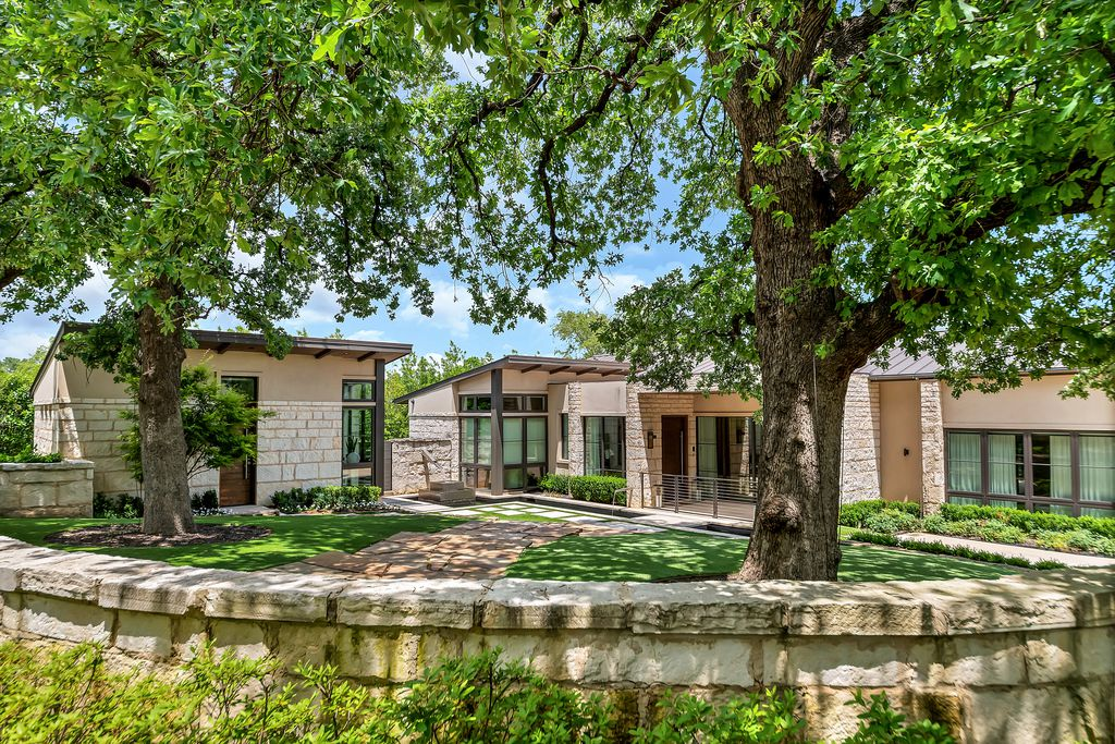 A look at the property at 1405 Fountain Grass in Westlake.