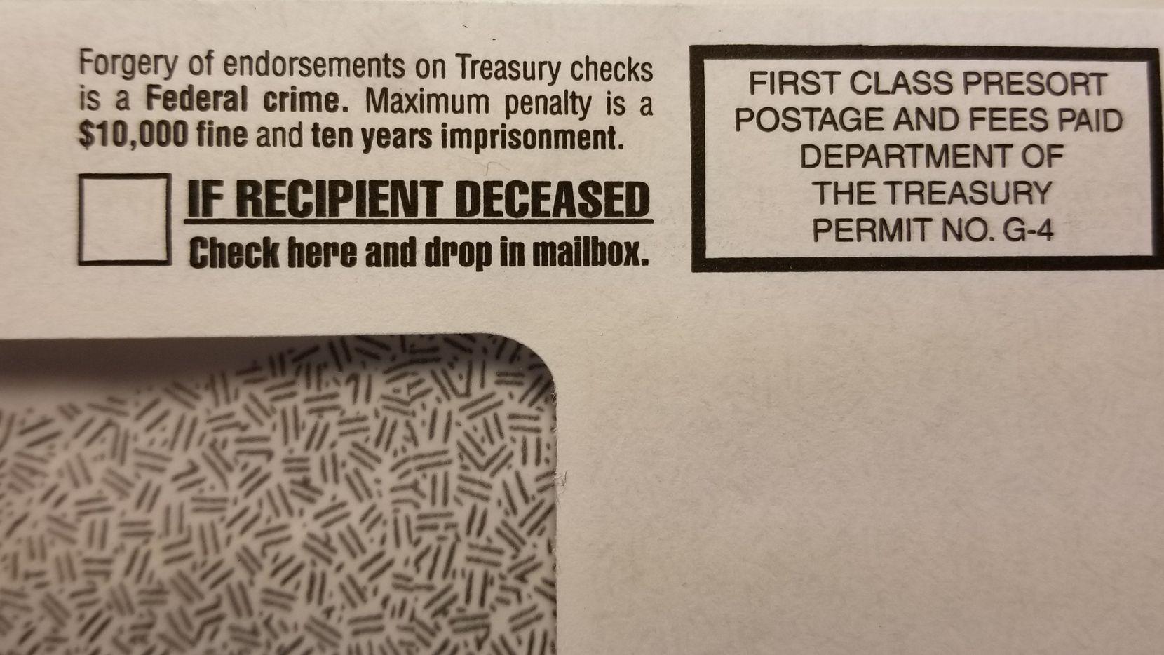 Los sobres en los que el IRS envía los cheques de estímulo tienen un enunciado que pregunta si el destinatario es alguien fallecido, y ofrece instrucciones para la devolución del dinero.