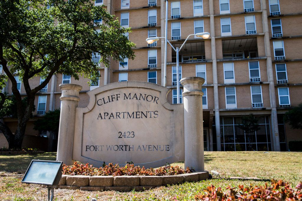 Cliff Manor Apartments stands on Fort Worth Avenue on June 29, 2018. The Dallas Housing Authority plans to work with private developers to redevelopment Cliff Manor and other aging properties.