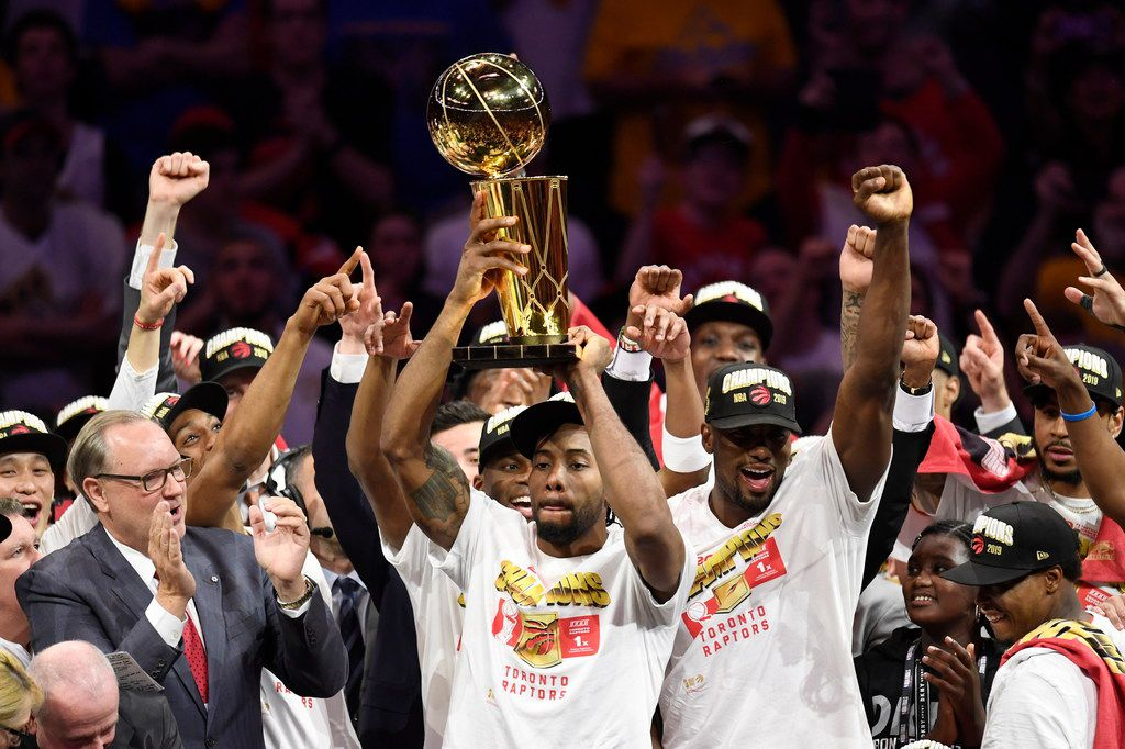 Raptors forward Kawhi Leonard (center) holds the Larry O'Brien Trophy after the Raptors defeated the Golden State Warriors 114-110 in Game 6 of the NBA Finals on Thursday, June 13, 2019, in Oakland, Calif. (Frank Gunn/The Canadian Press via AP)