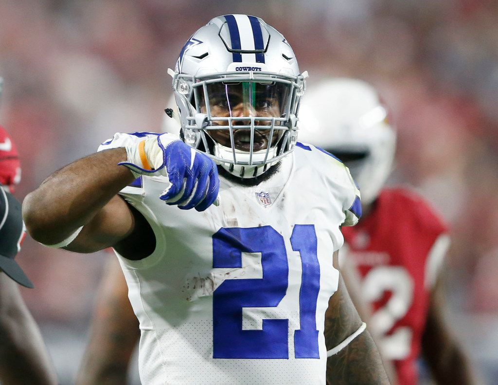 """Dallas Cowboys running back Ezekiel Elliott (21) signals his """"feed me,"""" sign after a first down run during the second half of play at University of Phoenix Stadium in Glendale, Arizona on Monday, September 25, 2017. Dallas Cowboys defeated the Arizona Cardinals 28-17. (Vernon Bryant/The Dallas Morning News)"""