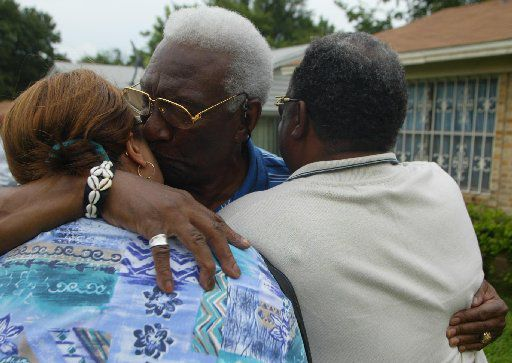Former City Council Member Al Lipscomb (center) celebrates the reversal of his conviction with daughter Donette Zeno (left) and son-in-law Don Zeno (right) at Lipscomb's home in 2002.