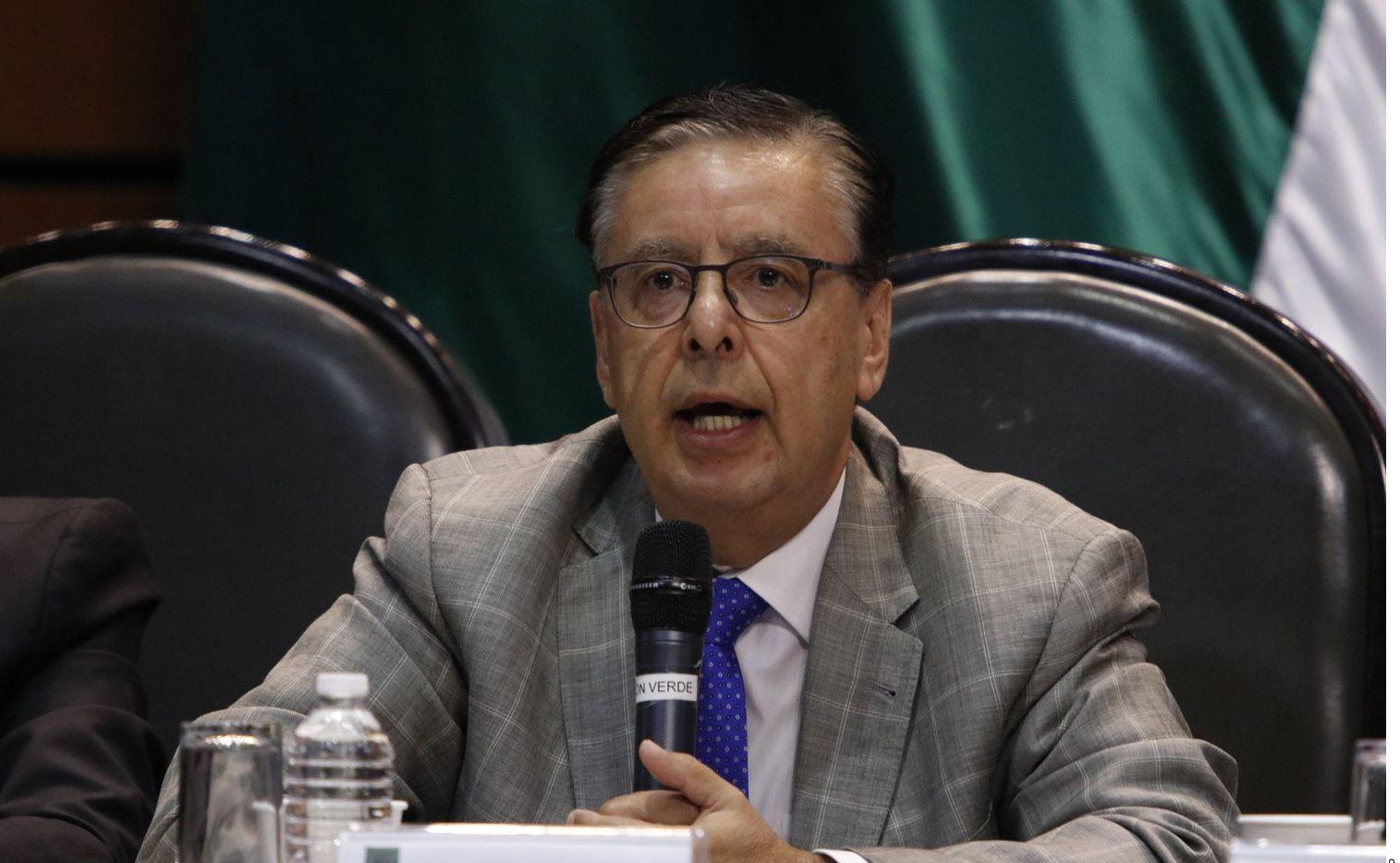 Fuentes del Gobierno federal confirmaron que el ex consejero electoral Jaime Cárdenas presentó su carta de renuncia al Instituto para Devolver al Pueblo lo Robado y se reintegrará a sus labores en el Instituto de Investigaciones Jurídicas de la UNAM.