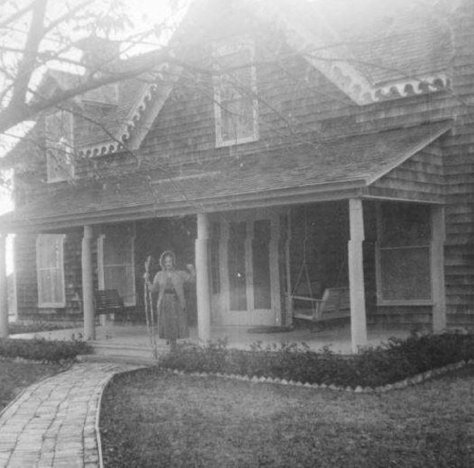 This is a historic photo of the Collinwood House, which is Plano's oldest home.