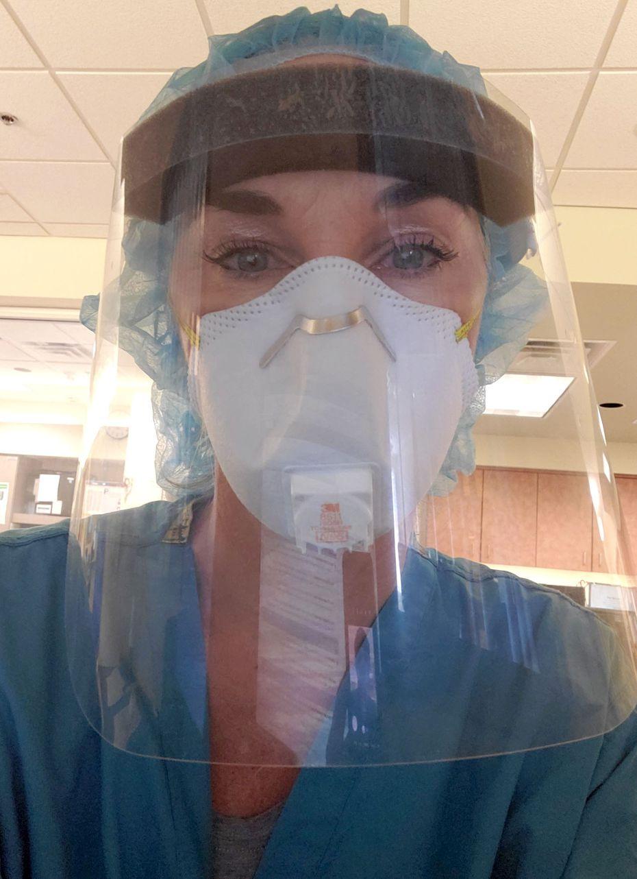Erin Woodward, esposa del manager de los Texas Rangers, trabaja como enfermera que atiende pacientes de covid-19.