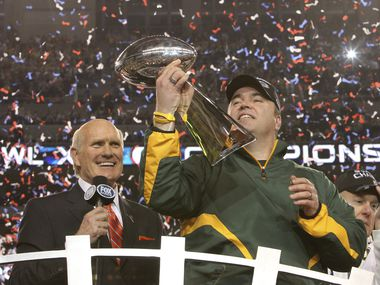 Green Bay Packers head coach Mike McCarthy admired the Lombardi Trophy as Terry Bradshaw looks on after Super Bowl XLV at Cowboys Stadium in Arlington, Texas, on Sunday, February 6, 2011. Green Bay won the game 31-25.  (Louis DeLuca/The Dallas Morning News)