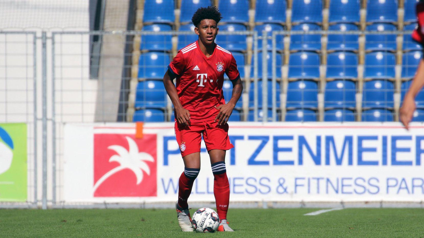 Chris Richards playing for Bayern Munich U19s on loan in 2018.