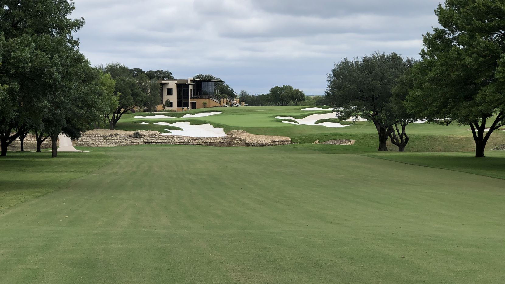 No. 18 at Shady Oaks CC in Fort Worth features a double green with a stream in front and bright white sand protecting the putting surface. The golf course will reopen on Oct. 1, 2020, after an $11 million renovation by an Australian team led by former U.S. Open champion Geoff Ogilvy.