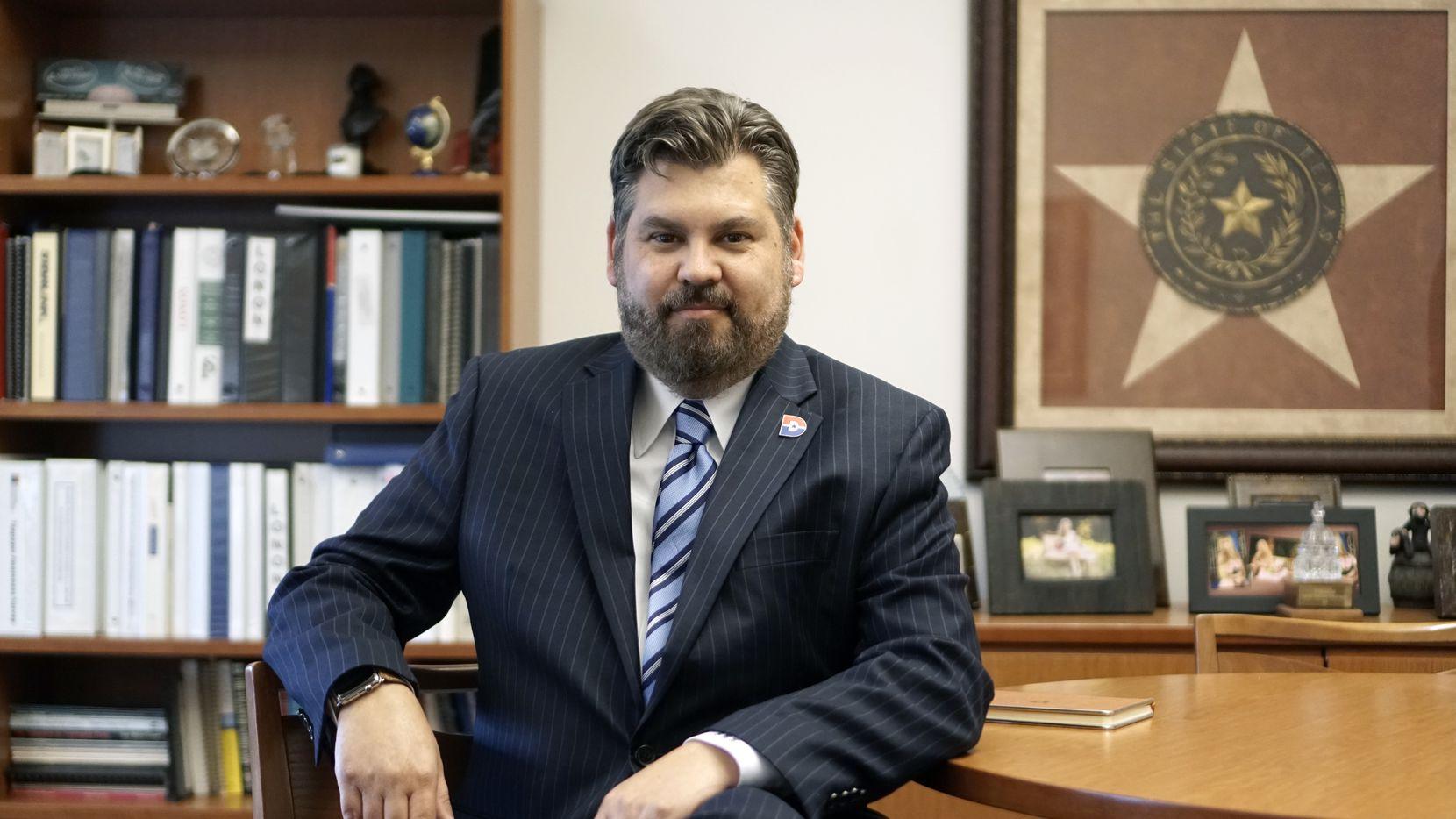 El canciller electo de Dallas College, Dr. Justin Lonon, el 9 de julio de 2021 en su oficina en el campus en Dallas, Texas. (Lawrence Jenkins/Special Contributor)