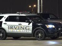 La policía de Irving fincó cargos a un hombre de 23 años por matar a un niño de 2 años.