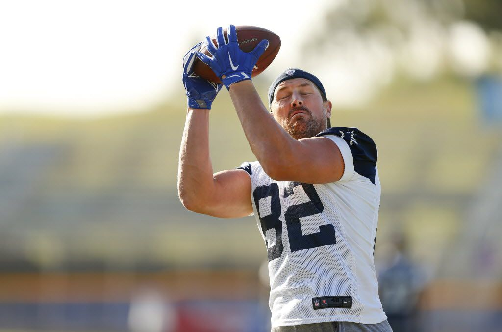 Dallas Cowboys tight end Jason Witten (82) catches a pass with his eyes shut during an afternoon walk thru at training camp in Oxnard, California, Thursday, August 11, 2016. (Tom Fox/The Dallas Morning News)