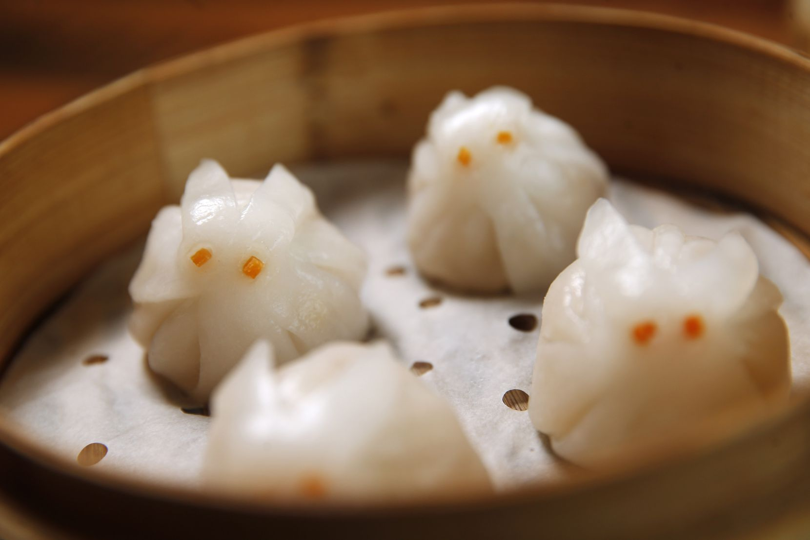 Rabbit-shaped steamed shrimp dumplings