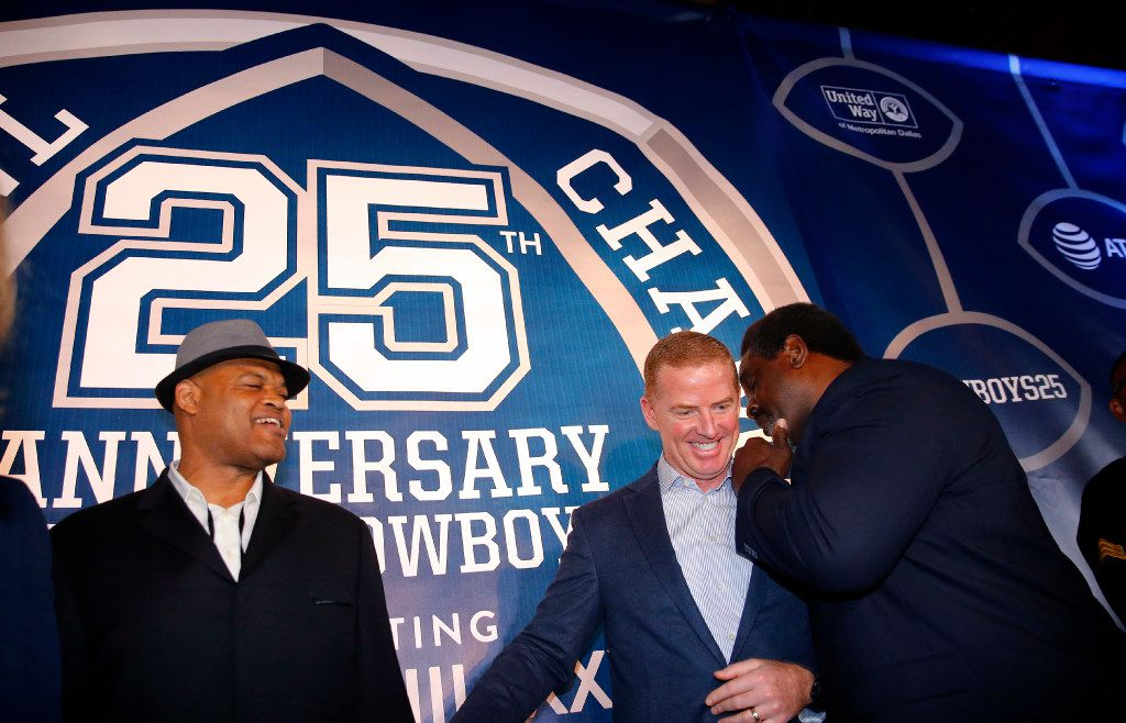 Former Dallas Cowboys football player Nate Newton (right), Jason Garrett (center) and Ken Norton Jr. share stories on the Blue Carpet. (Tom Fox/The Dallas Morning News)