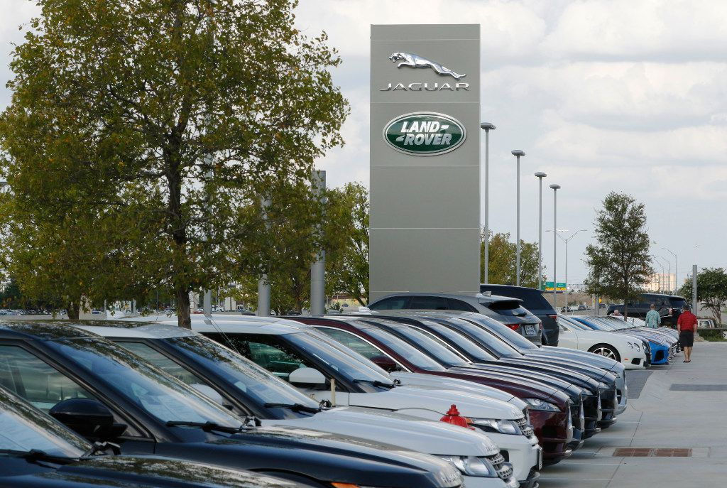 Shoppers look for vehicles at Park Place Jaguar Land Rover DFW. (David Woo/The Dallas Morning News)
