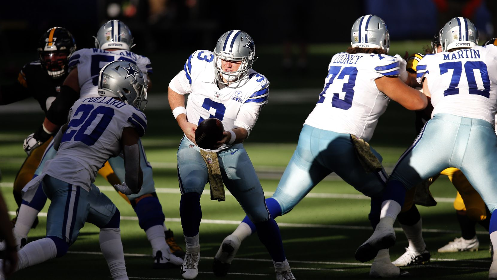 Dallas Cowboys quarterback Garrett Gilbert (3) hands the ball off to running back Tony Pollard (20) during the second quarter against the Pittsburgh Steelers at AT&T Stadium in Arlington, Texas Sunday, November 8, 2020.