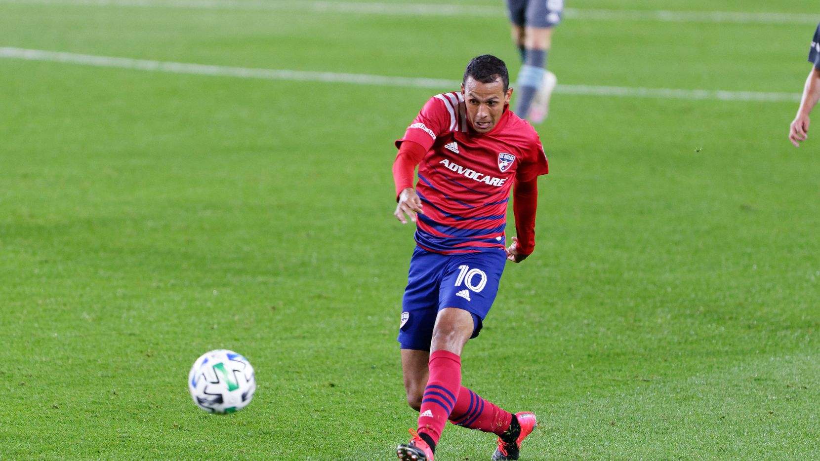 ST PAUL, MN - SEPTEMBER 9: Andres Ricaurte #10 of FC Dallas shoots the ball during a game between FC Dallas and Minnesota United FC at Allianz Field on September 9, 2020 in St Paul, Minnesota.