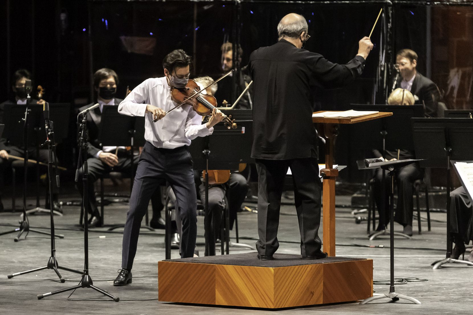 Principal guest conductor Robert Spano leads the Fort Worth Symphony Orchestra alongside violinist Stefan Jackiw (left) at the Will Rogers Memorial Auditorium in Fort Worth on Jan. 8.