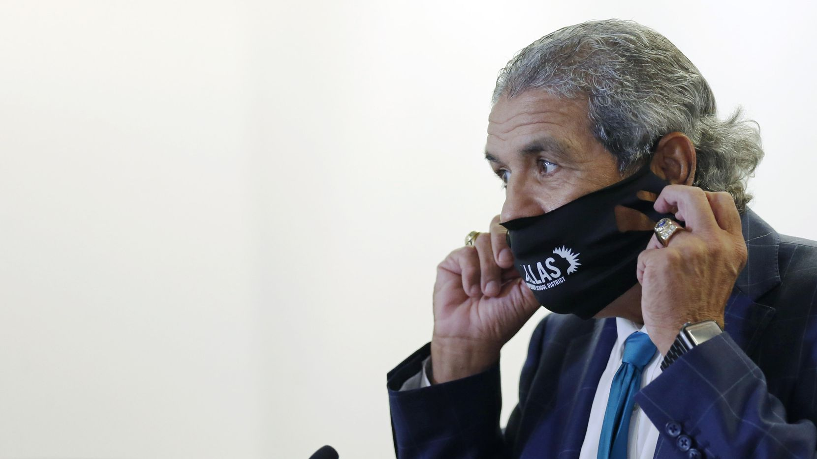 DISD superintendent Michael Hinojosa takes his mask off before speaking to the media about starting the school year virtually during a press conference at Dallas ISD headquarters in Dallas on Thursday, August 20, 2020. (Vernon Bryant/The Dallas Morning News)