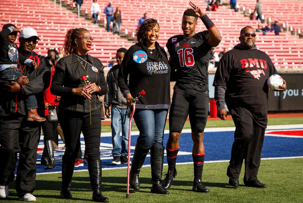 SMU wide receiver Courtland Sutton waves to the crowd as he is introduce with his family during senior day festivities before an NCAA football game against Tulane at Ford Stadium on Saturday, Nov. 25, 2017, in Dallas. (Smiley N. Pool/The Dallas Morning News)